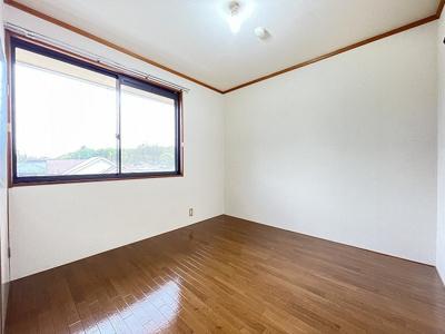 収納スペースのある洋室4.5帖のお部屋です☆荷物の多い方も安心ですね!