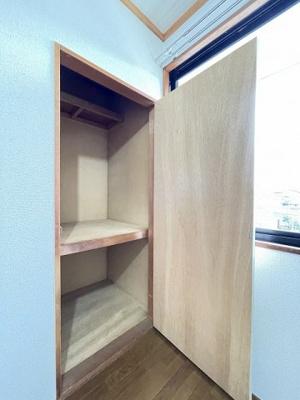 シューズボックスがあるので靴が散らからずいつでも玄関すっきり♪上に写真やかわいい小物を置けるので、玄関を華やかに飾れますね♪