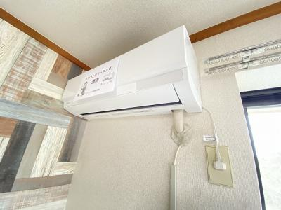 暑い夏や寒い冬に大活躍!洋室6帖にあるエアコンです☆冷暖房完備で1年中快適に過ごせます♪