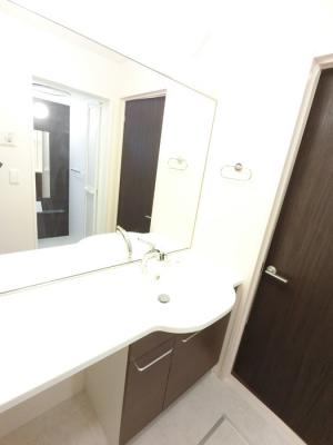 大型一面鏡付カウンター洗面化粧台です。