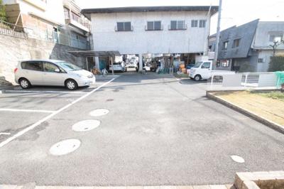 【駐車場】シャーメゾン東山