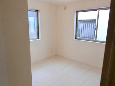 【現地写真】 独立性を高めたお部屋。たっぷりの収納も配備しており、片付いた空間を現実出来そう♪
