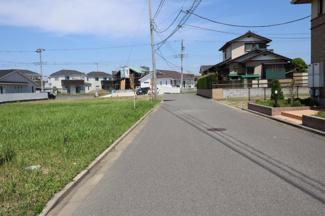 グランファミーロ金田東4 土地 袖ヶ浦駅 南側公道6m幅員でゆったり駐車することができます。