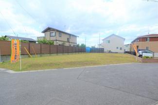 グランファミーロ金田東 土地 袖ヶ浦駅 約123坪ある敷地は4LDKの間取りにご自慢の愛車を補完するガレージなど十分に設置できる広さがございます。