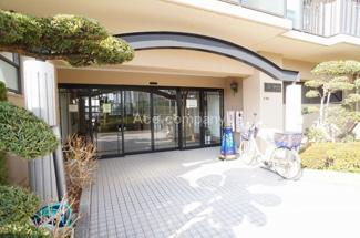 始発駅、千日前線「南巽駅」徒歩5分。安心の小・中学校、徒歩5分圏内です。