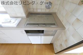 IHクッキングヒーター付きのキッチン