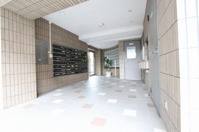 清潔なエントランスです リフォーム完了しました♪♪毎週末オープンハウス開催♪三郷新築ナビで検索♪