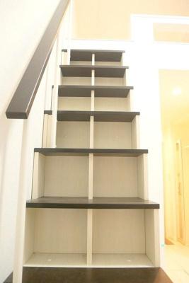 ハーモニーテラス大森東の収納付き階段☆