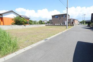 グランファミーロ木更津金田東 新築一戸建て 袖ヶ浦駅 前面道路6mで駐車もラクラク。車同士のすれ違いも安心の幅。