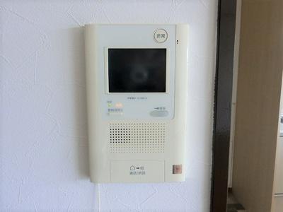 【現地写真】 来訪者を確認できるTVモニター付きインターホン。安心感があります♪