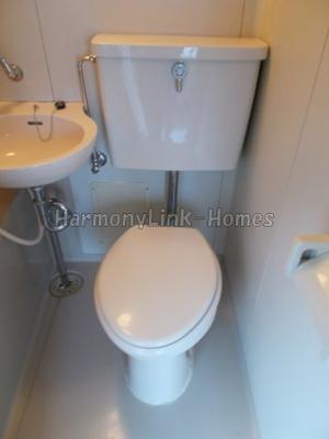 ライフピア都立家政の清潔感のあるトイレです(同建物・別部屋参考写真)☆
