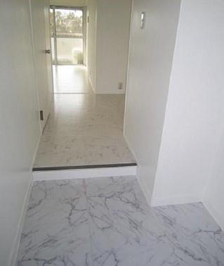 白を基調とした使いやすい玄関です