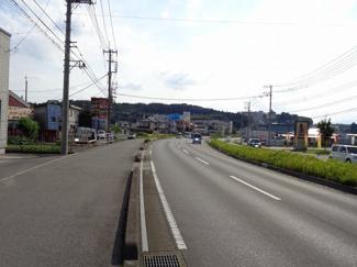 北側前面道路(東から西へ撮影)