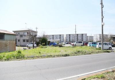 北側から撮影(前面道路10m/歩道含む)
