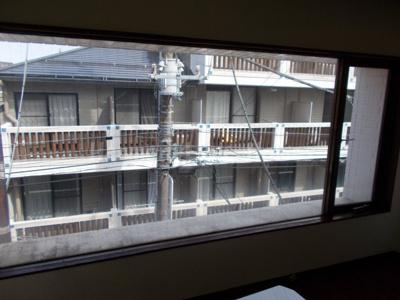 第57協英ビルの窓☆