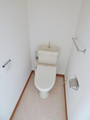 同タイプの別室の画像となりますのでイメージとしてご参照下さい。浴室には小物棚付きの鏡もついています♪