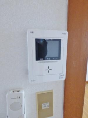 同タイプの別室の画像となりますのでイメージとしてご参照下さい。温水洗浄便座で快適トイレ♪操作しやすい壁付け操作パネル!