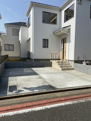 駐車場は2台分のスペースがあります。