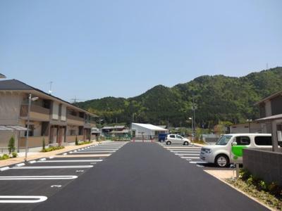 【駐車場】ロイヤルタウン篠山口A棟