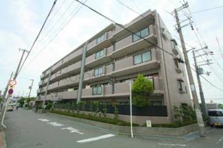 JR阪和線 富木駅 徒歩約10分です 大きなルーフバルコニー付きのお部屋です