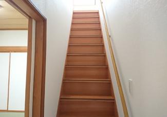 階段は手すりをつけました