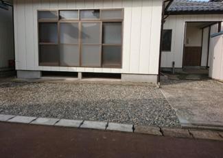 庭を解体して車庫含め3台駐車可能となりました!!