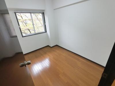 4.6帖の洋室です。 お子様のお部屋や書斎にいかがでしょうか?