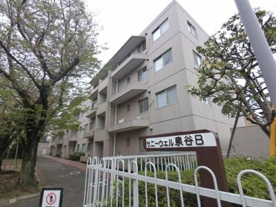 横浜線「小机」駅徒歩15分。 幹線道路より1本入っているため、閑静な住宅街に位置するマンションです。