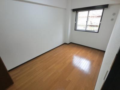 6.5帖の洋室です。 こちらは寝室にいかがでしょうか?