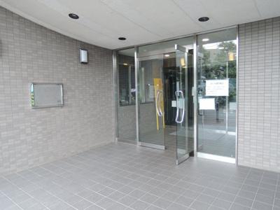 JR横浜線「鴨居」駅徒歩13分。