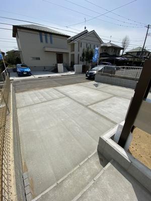 駐車場は2台分以上ののスペースがあります。