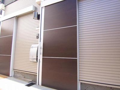 F-garage野方の明るい玄関です