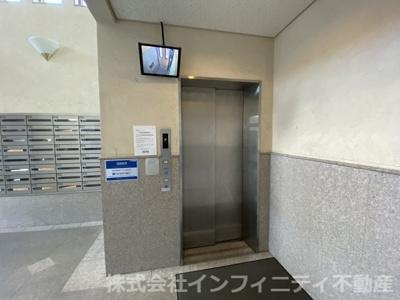 カメラ付きエレベーターです