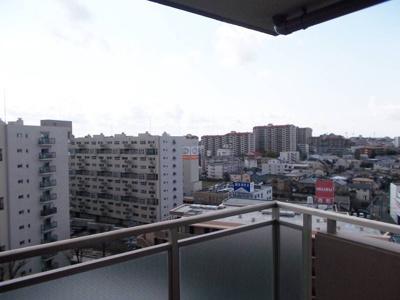 【現地写真】周りに高い建物はございません♪陽当たりの良い物件です♪