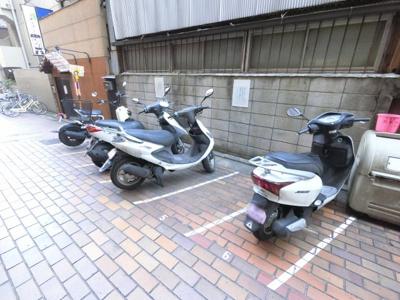 バイク置場。