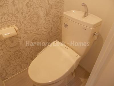 Arendelleの落ち着いた色調のトイレです
