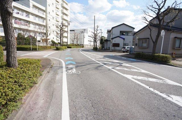 16m道路です(内歩道3m×2含む)