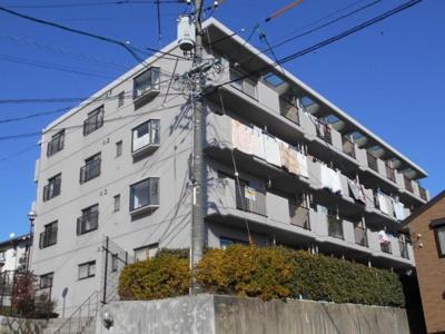 【耐震性がポイント!】 耐震性の高さを判断するポイントは 建築確認申請日が1981年6月1日以降の 新耐震基準に適合しているかどうか。 震度6程度の大地震でも 建物が崩壊しないレベルが基準になりました
