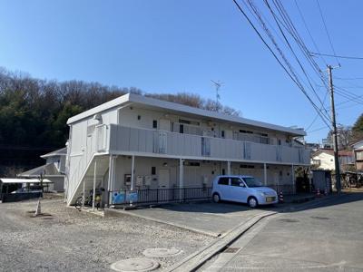 小田急多摩線「栗平」駅より徒歩10分!便利な立地の2階建てアパートです♪保育園や幼稚園が近くてお子様のいるファミリーさんには嬉しい立地です☆