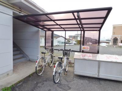 屋根付きの駐輪場有!