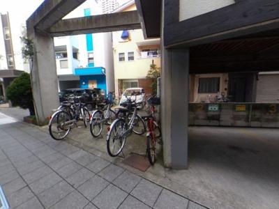 ゆったりとした駐輪場です