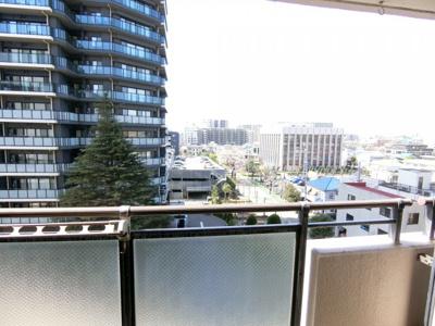 リビングからの眺望です。最上階、6階のため眺望も良好です。