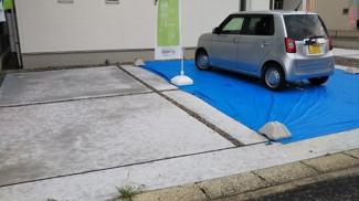 車2台余裕をもって駐車できます。