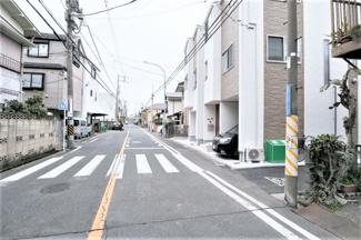 前面道路含む現地写真です 現地(2020年03月)撮影