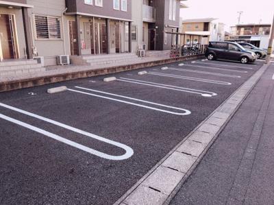 駐車場完備です 【COCO SMILE ココスマイル】