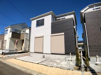 隅切りを大きく設けた開放的で見晴らしの良い街並みの大型開発分譲住宅全17棟の新築一戸建てです。