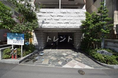 【エントランス】神楽坂フラッツ