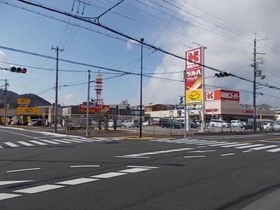 関西スーパー等の商業施設まで588m