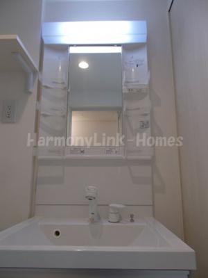 ホワイトナイトのきれいなシャワールームです☆