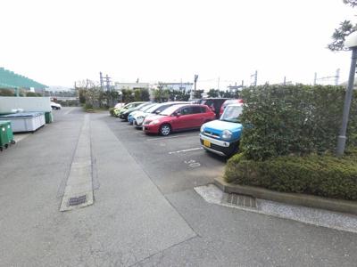平置き駐車場です。 お車をお持ちの方も安心です